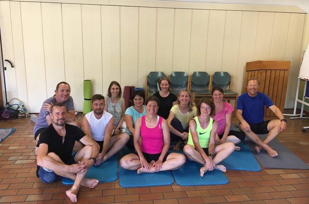 Schee war's! Business Yoga für LäuferInnen mit Hochland
